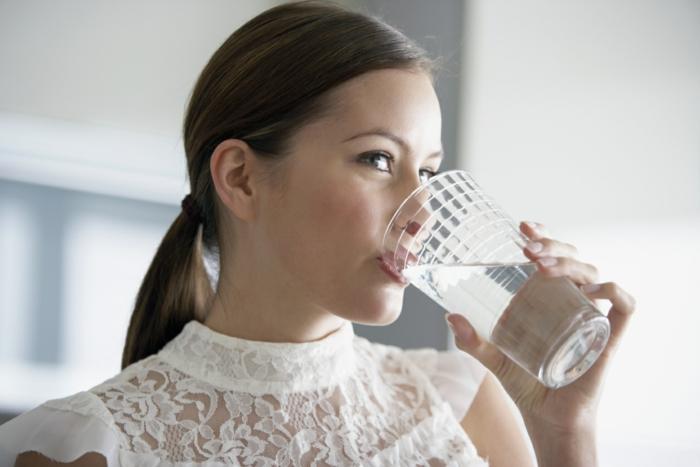 abnehmen gesund mehr wasser trinken gesund