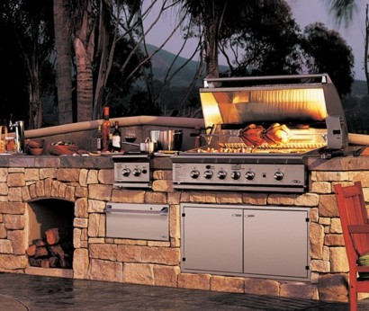 außenküche-selber-bauen-naturstein-diy-ideen-grill-eingebaute ...