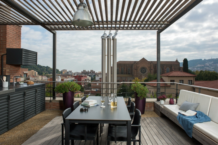 außenküche selber bauen terrasse sommer couch esstisch stühle kücheneinrichtung