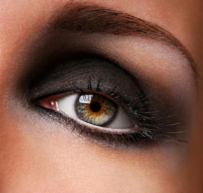 smokey eyes schminken in f nf schritten geht das leicht. Black Bedroom Furniture Sets. Home Design Ideas