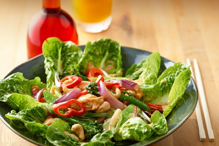 ausgewogene ernährung grünes gemüse gesund lifestyle