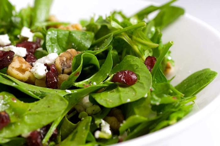 ausgewogene ernährung spinat walnüsse gesund