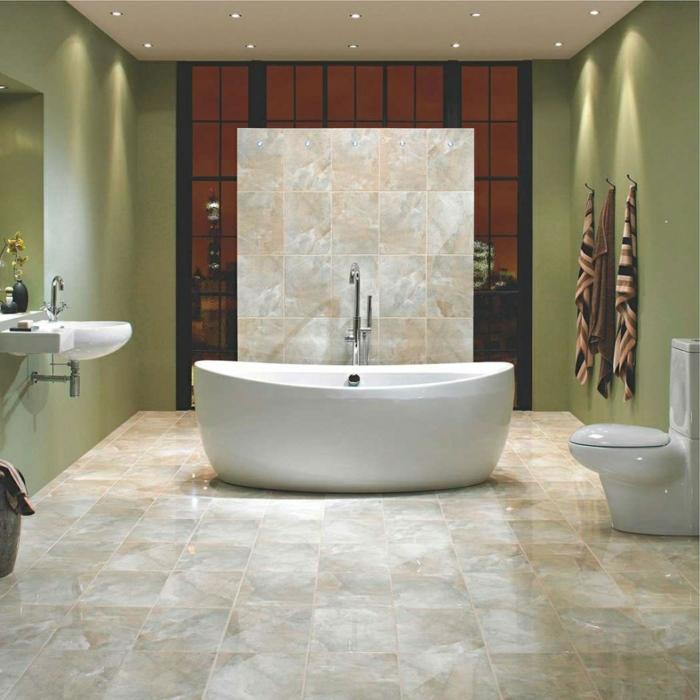 badezimmerfliesen helle farben schick freistehende badewanne