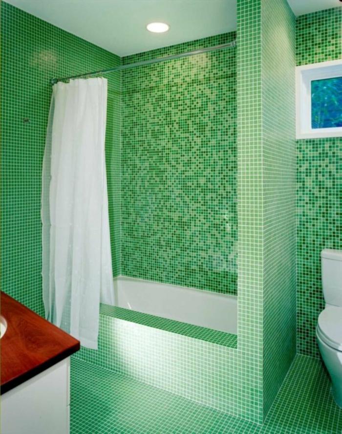 badezimmerfliesen mosaikfliesen grün weißer vorhang