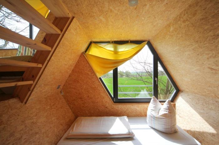 baumhaus bernachtung vom sentiment zur luxus herberge. Black Bedroom Furniture Sets. Home Design Ideas