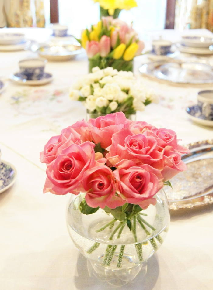 dekoideen tisch esstisch dekorieren gläserne vasen