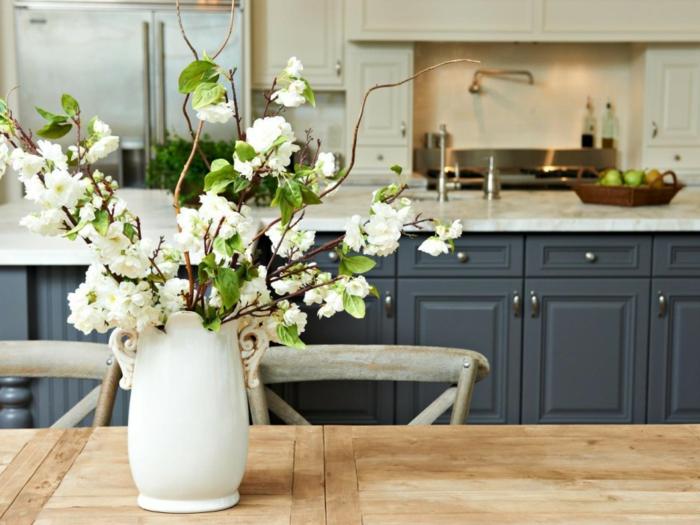 blumen tischdeko esstisch dekorieren weiße dekovase