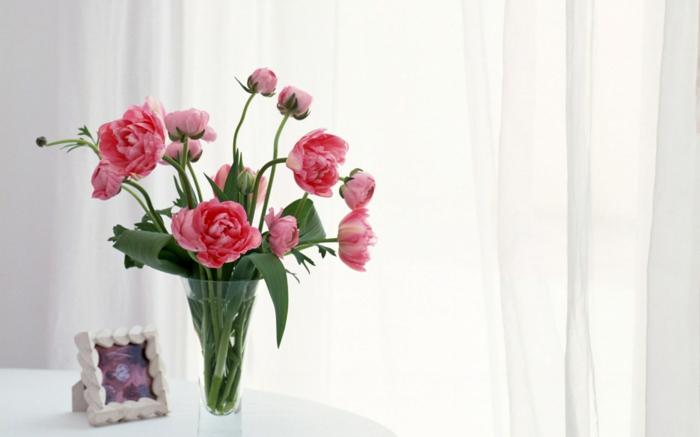 blumen tischdeko gläserne vase frisch