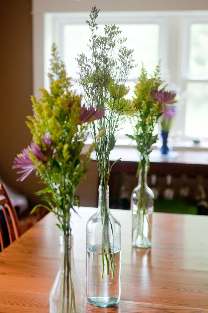 dekoideen tisch kreativ sein flaschen verwenden vasen