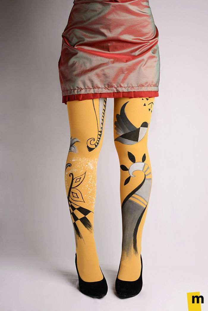 bodypainting moderne art kunst strumpfhosen stilisierte vögel blumen