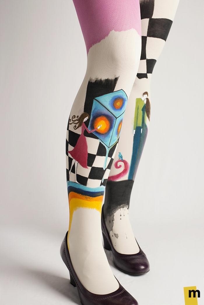bodypainting moderne kunst handarbeit bemalt mädchen pumps