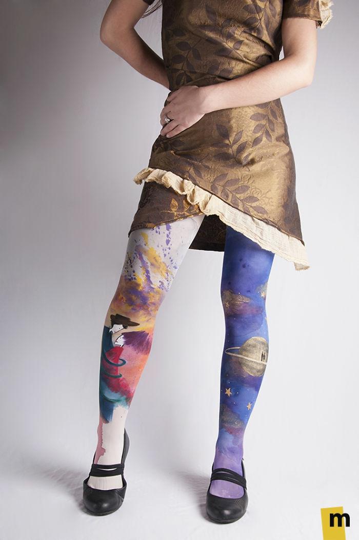 bodypainting moderne kunst kreativ strumpfhosen weltall liebespaar schwarze lederschuhe