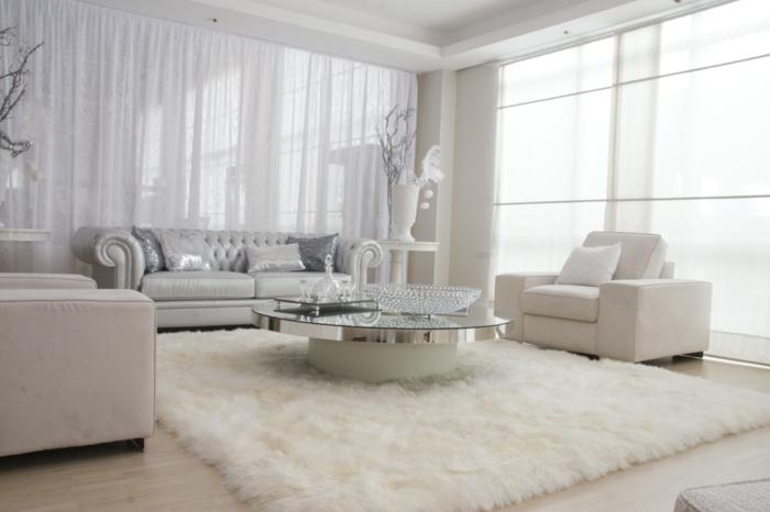 chesterfield sofa hellgrau luxuriös weißer teppich wohnzimmer
