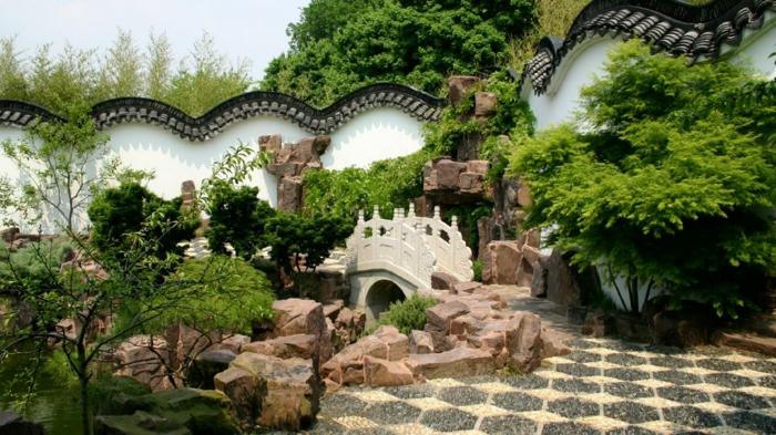 chinesischer garten gartenmauer natursteine steinerne brücke