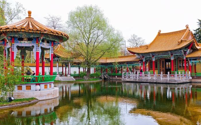 chinesischer garten gartenpavillion gartenhaus teich bäume