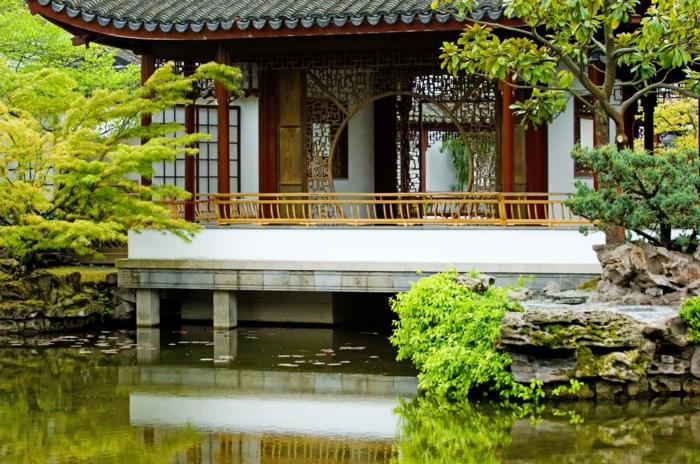 chinesischer garten pavillion teich typische architektur bäume