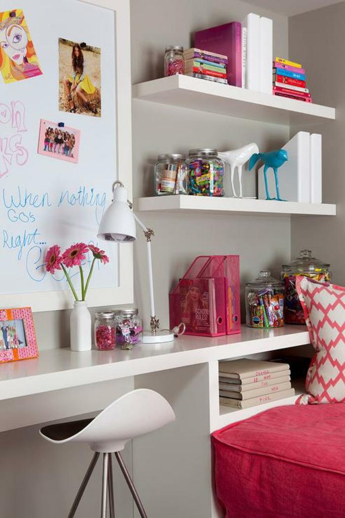 stauraum kinderzimmer mädchenzimmer rosa akzente schreibtisch regale