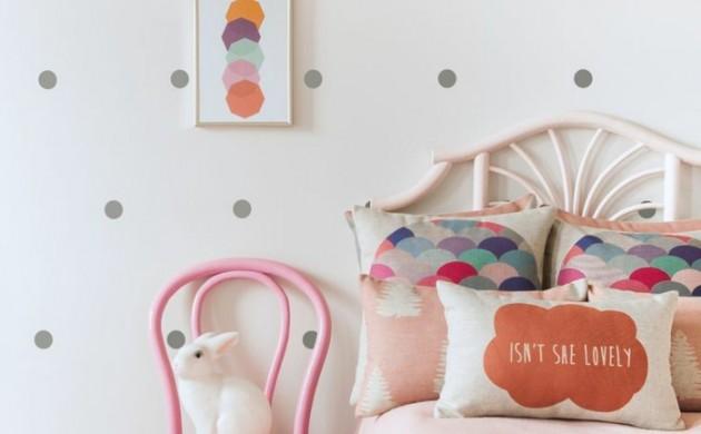 einrichtungsideen-kinderzimmer-mädchenzimmer-rosa-stuhl-hase-schöne-wandgestaltung