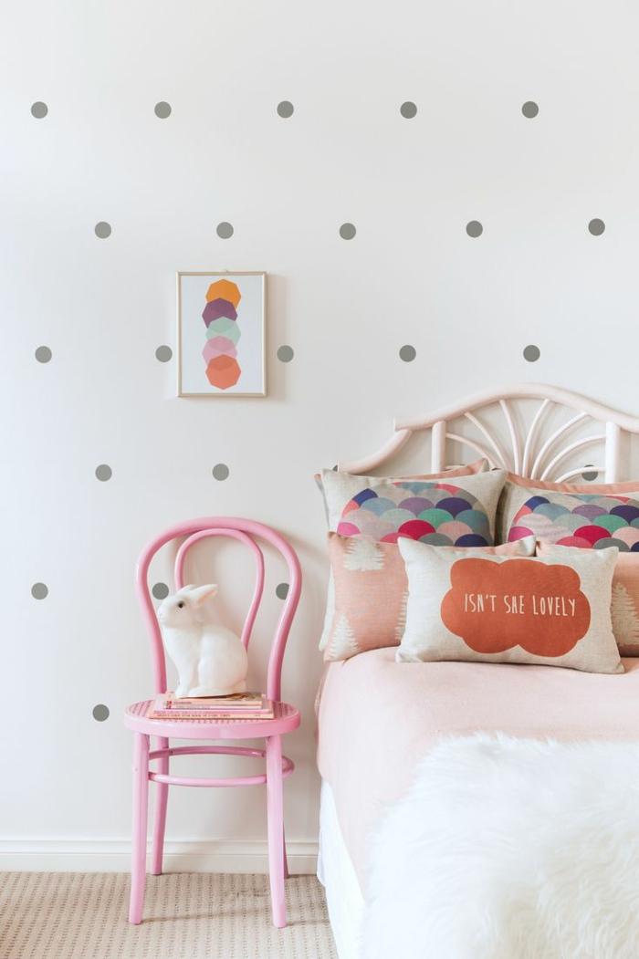 einrichtungsideen kinderzimmer mädchenzimmer rosa stuhl hase schöne wandgestaltung