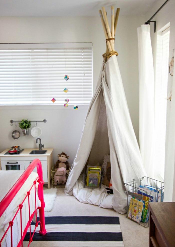 einrichtungsideen kinderzimmer zelt streifenteppich rosa bett
