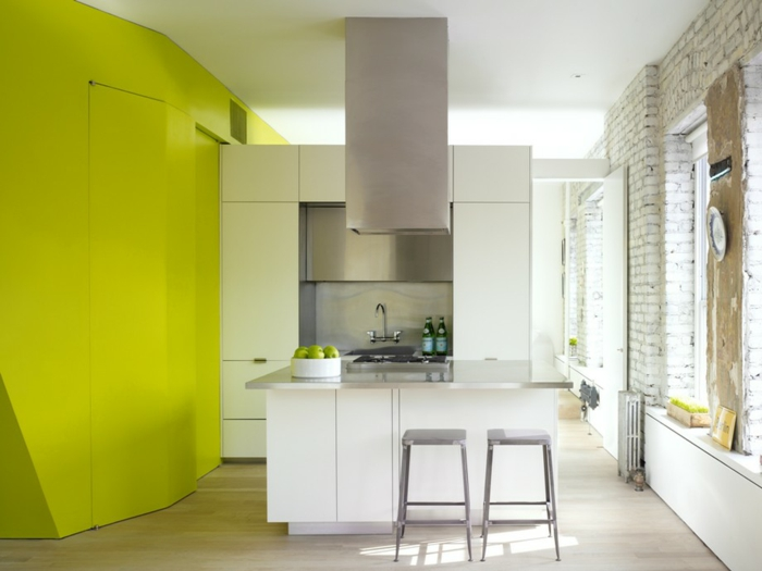einzimmerwohnung einrichten kücheneinrichtung weiße küchenschränke metall küchenrückwand