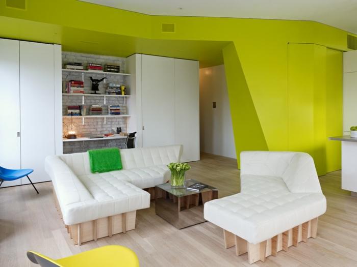 einzimmerwohnung einrichten loftwohnung wohnzimmer sofa couch weiß holzmöbel neongrüne wände