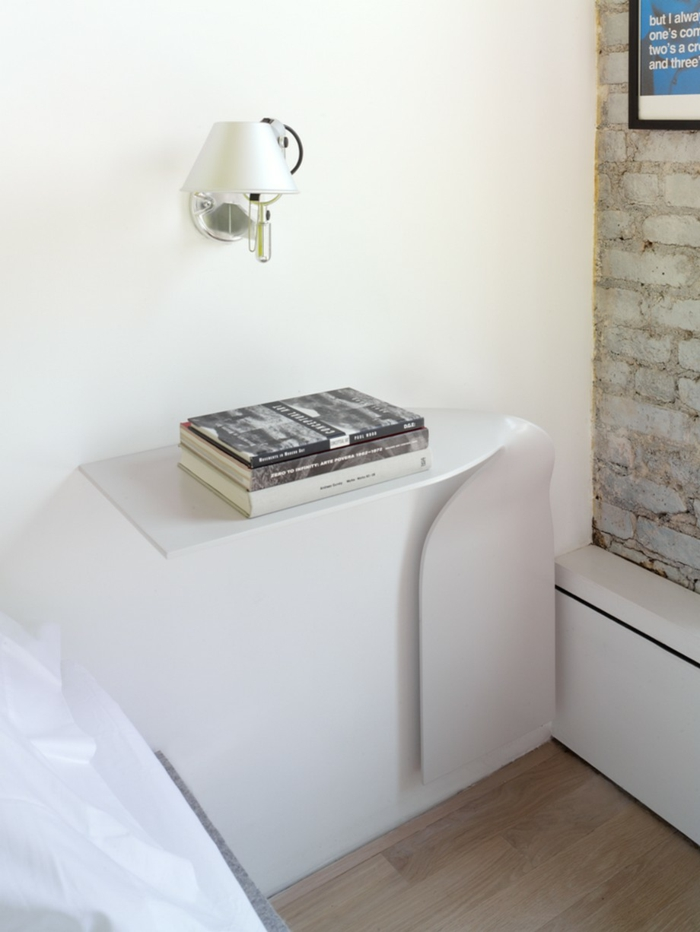einzimmerwohnung einrichten wandleuchte nachttisch modernes design ziegelsteinwand