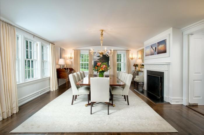 esszimmer einrichten weiße stühle teppich weiß blumen