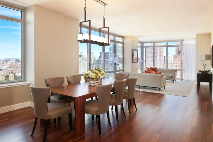 esszimmermöbel massiver esstisch blumen tischdeko elegante stühle