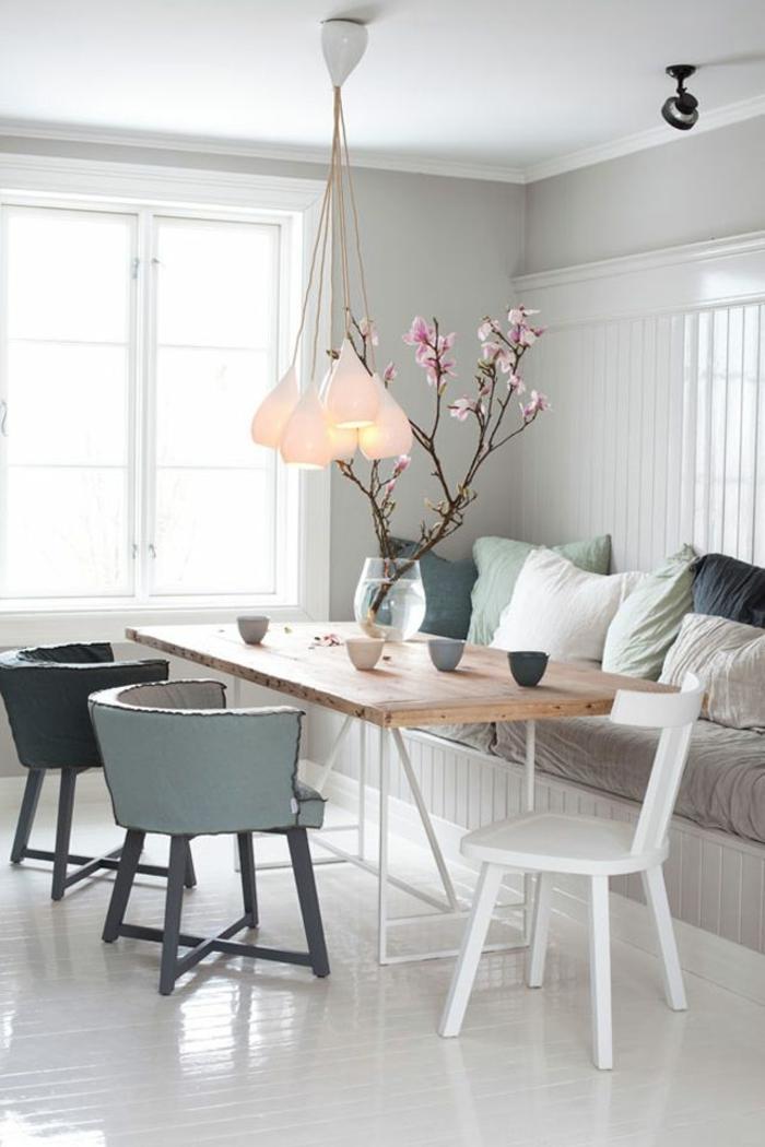 esszimmermöbel skandinavischer stil dekokissen weißer boden