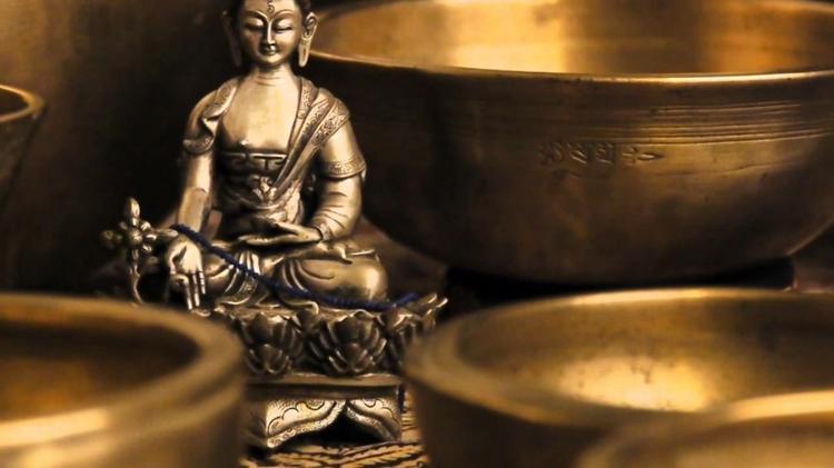 fernöstliche Kultur Tibetische Klangschalen Buddha Statue