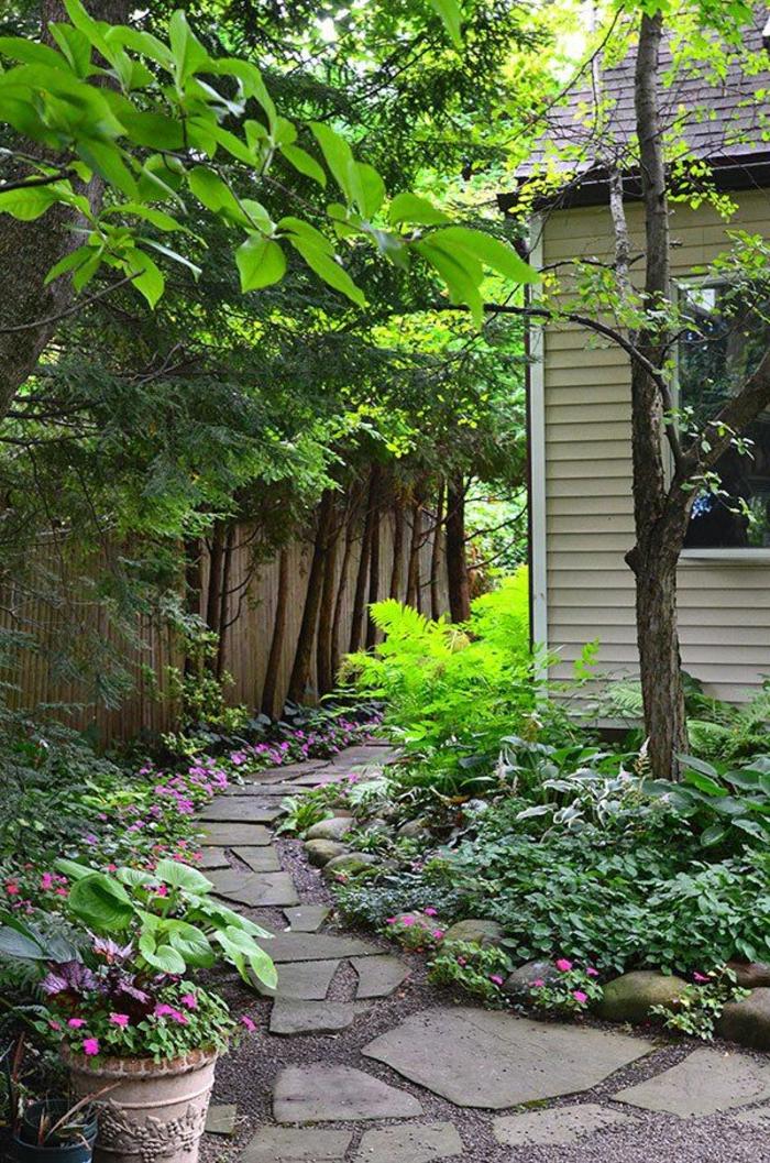 gartengestaltung gartenweg gartenpflanzen topfpflanzen hausfassade