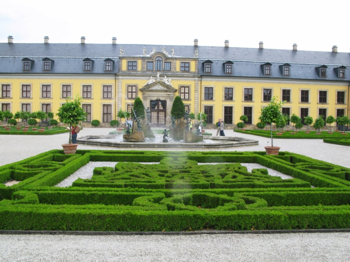 gartengestaltung skulpuren blumen vielfalt barock herrenhäuser wilchelm busch museum