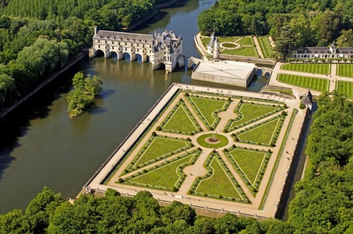 gartengestaltung skulpuren chateau villandry luftbild
