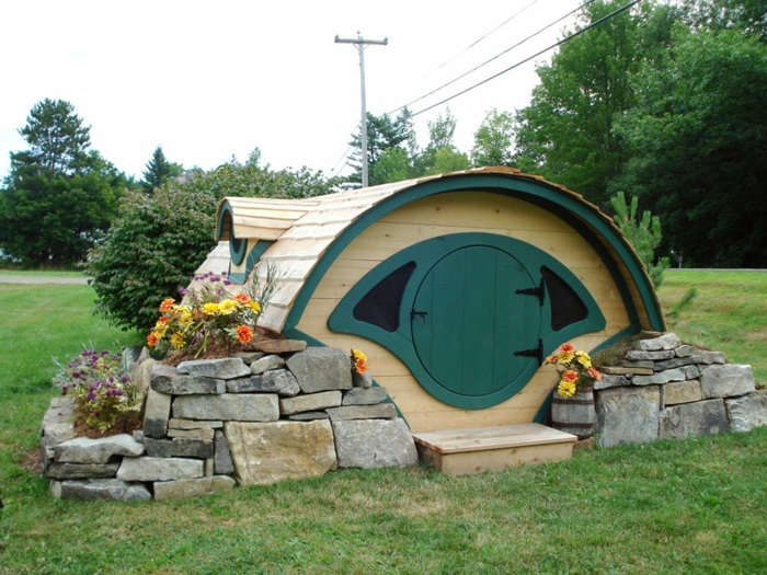 gartenhaus selber bauen hobbithaus runde tür natursteine