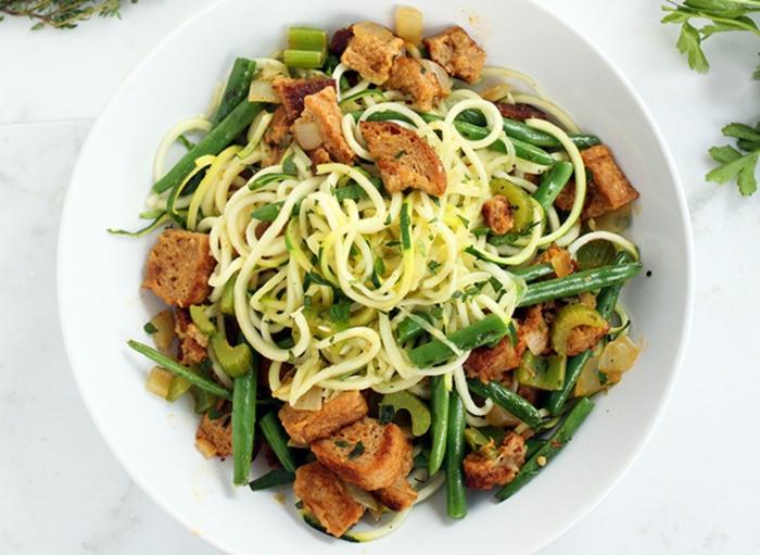 gesundes essen gemüse grüne bohnen pasta zucchini knoblauch proteine veganer