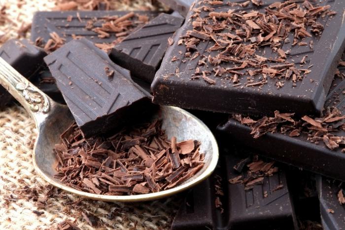 gesundes essen gute lebensmittel schwarze schokolade