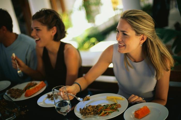 gesundes essen brunch frühstück wasser tringen gesund