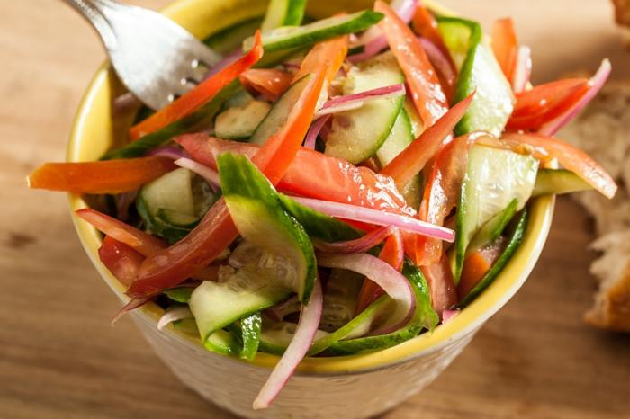 gesundes essen salate essen gesund zwiebel