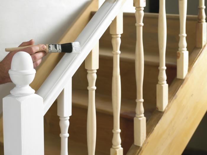 holzmöbel holzpflege treppe weiße farbe holzlack deckend