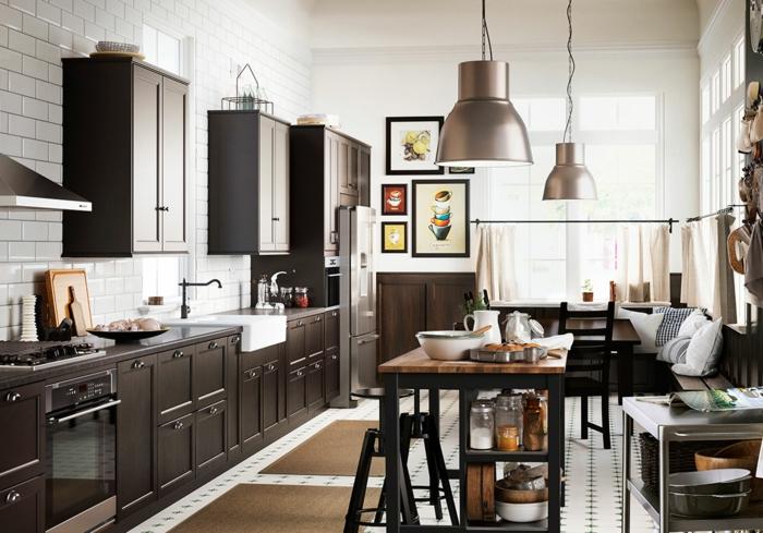 ikea küchen dunkles holz furnier fronten pendelleuchten metall matt wanddekoration