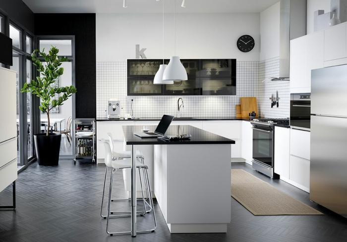 ikea küchen helle schränke weiße fronten matt silber kücheninsel bartheke barhocker