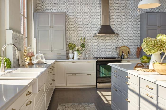 ikea küchen kücheneinrichtung schränke weiß hellgrau wandfliesen