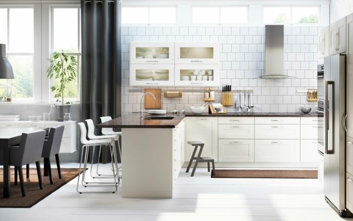 ikea küchen moderne kücheneinrichtung weiße wandfliesen kücheninsel bartheke barhocker