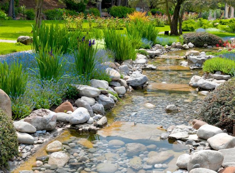 inspirierende Gartenteich Bilder Gartenideen Stein und Wasser Flusssteine