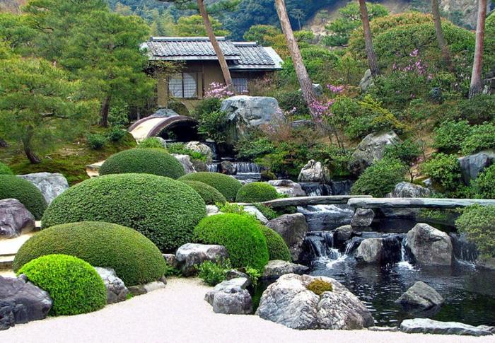 japanischer garten groß park wasserfälle gross natursteine gartenhaus sträuche nadelbäume
