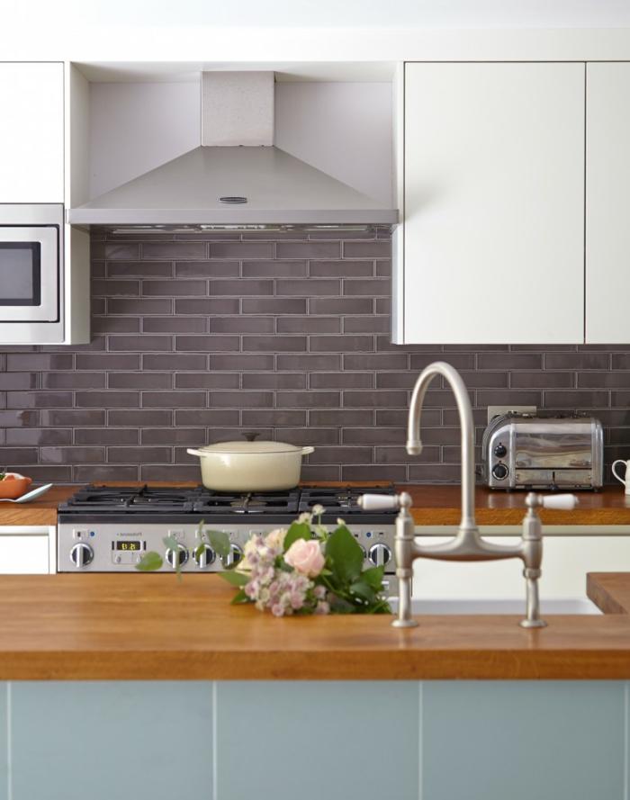 kücheneinrichtung küchenrückwand metro fliesen grau