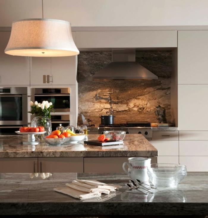 kücheneinrichtung material küchenmöbel marmor küchenrückwand hängeleuchte