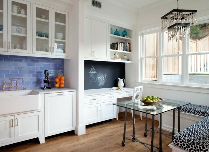 kücheneinrichtung wohnideen küche blaue metro fliesen weiße küchenschränke