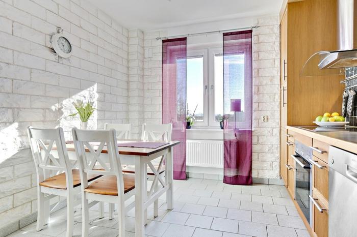 küchengestaltung feng shui wandgestaltung weiße ziegelsteine optik violete vorhänge